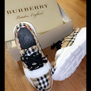 Men's size 9 Burberry shoe